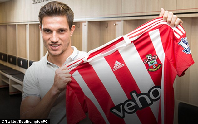 29BE8E5B00000578-3129924-Southampton_confirmed_on_their_website_that_they_d_secured_the_s-m-1_1434642467593