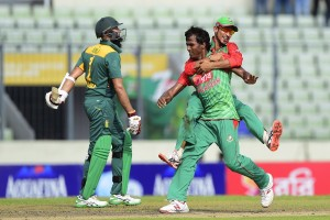 Bangladesh cricketer Rubel Hossain (C) celebrates with teammate Nasir Hossain  (R) after the dismissal of the South Africa captain Hashim Amla (L) during the second ODI (One Day International) cricket match between Bangladesh and South Africa at the Sher-e-Bangla National Cricket Stadium in Dhaka on July 12, 2015. AFP PHOTO/ Munir uz ZAMAN        (Photo credit should read MUNIR UZ ZAMAN/AFP/Getty Images)