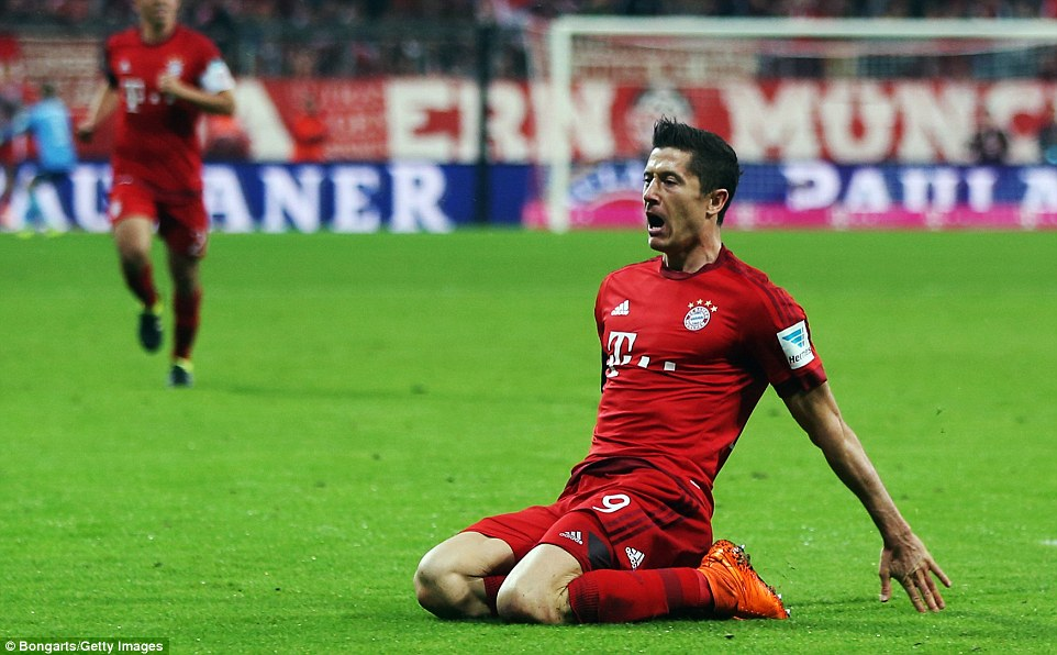 2CA722FF00000578-3245247-Lewandowski_slides_to_his_knees_after_scoring_his_second_only_a_-a-36_1442953453289