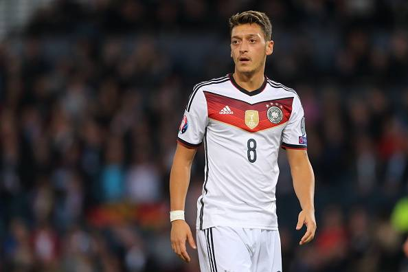 mesut-ozil-germany-player-of-the-year-2015-1452786579-800